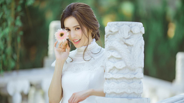 Tiểu Long Nữ đẹp nhất màn ảnh khoe nhan sắc tươi trẻ tuổi 46