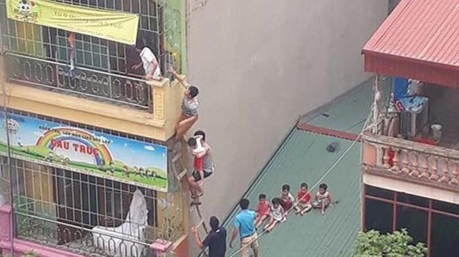 Người dân leo 3 tầng, cứu nhiều trẻ khỏi đám cháy trường mầm non