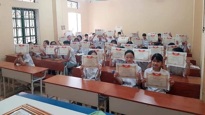 42/43 em một lớp có giấy khen học sinh giỏi