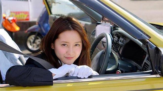 Nữ tài xế bị phạt vì quá xinh đẹp