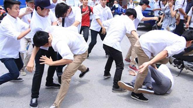 Hơn 20 học sinh hỗn chiến sau lời thách thức