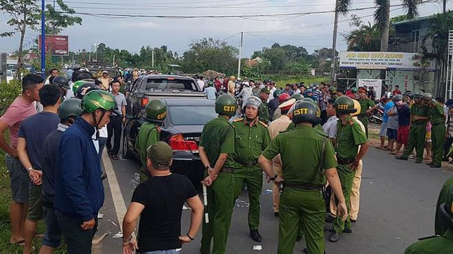 Tạm đình chỉ công tác 2 trung tá liên quan vụ giang hồ vây cảnh sát