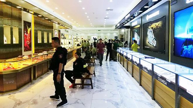Bộ Công an đột kích trung tâm mua sắm toàn hàng nhái trị giá gần 100 tỷ