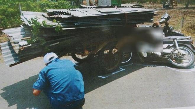 Xe chở tôn làm chết người đi xe máy ở Đồng Nai