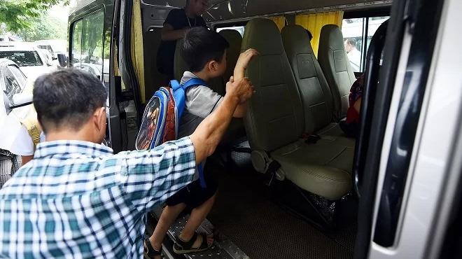 Cháu bé 3 tuổi bị bỏ quên 7 tiếng trên xe đưa đón