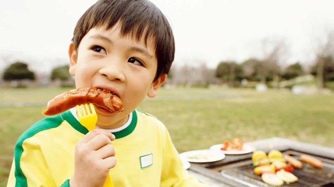7 thực phẩm tuyệt đối không được cho trẻ ăn