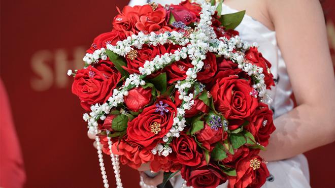 Ông Cao Thắng tặng Đông Nhi hoa cưới hơn 600 triệu đồng