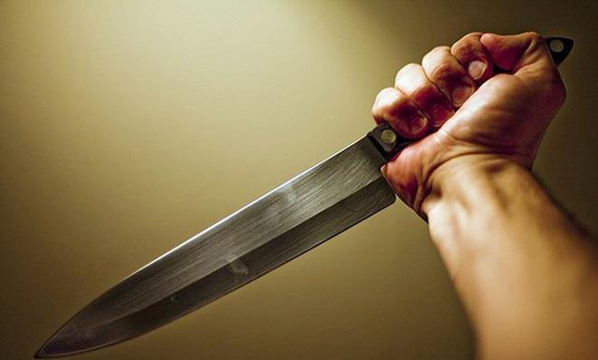 Cô gái đâm chết bố bạn trai, chém mẹ nhập viện