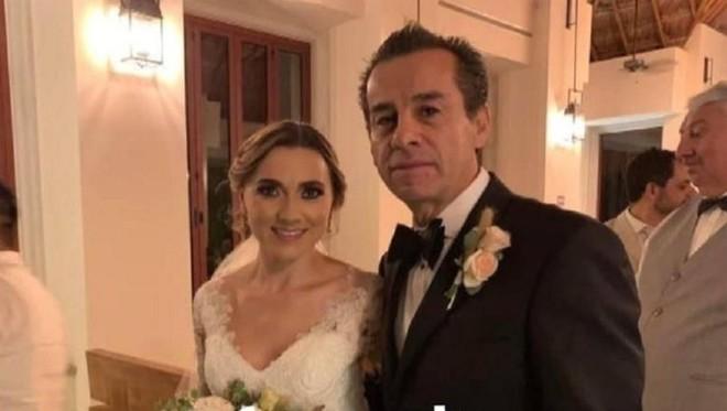 Con trai qua đời được 3 năm, cựu thị trưởng Mexico cưới con dâu