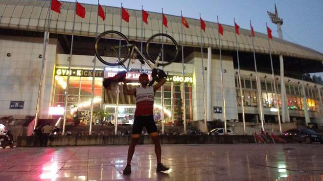 CĐV Thái Lan đạp xe 1.400 km đến Việt Nam cổ vũ đội tuyển