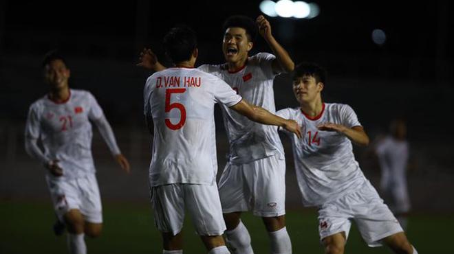 Đức Chinh ghi bàn giúp U22 Việt Nam đánh bại U22 Singapore
