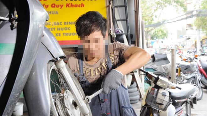 Nữ sinh lớp 8 mang thai vì yêu cuồng nhiệt thợ sửa xe