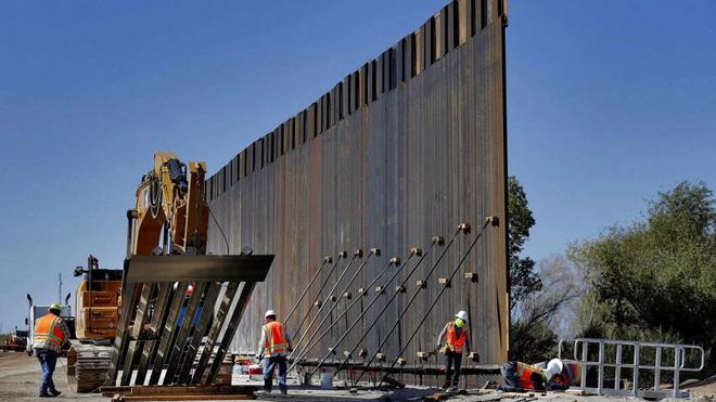 TT Trump lấy thêm 7,2 tỷ USD tiền quốc phòng để xây tường biên giới