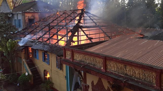 Chùa 1.400 năm tuổi ở Trà Vinh bốc cháy