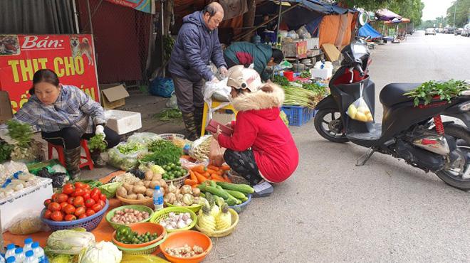 20 nghìn đồng/mớ rau cần, thịt lợn tăng giá đầu năm mới