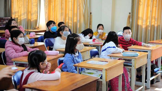 Trường học ở Hà Nội khuyến cáo học sinh đeo khẩu trang trong lớp