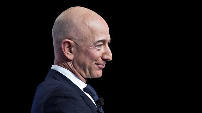 CEO Amazon vừa kiếm được 13,2 tỷ USD chỉ trong 15 phút