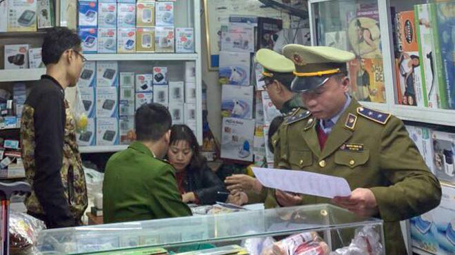 Hai cửa hàng ở Hà Nội tăng giá khẩu trang bị phạt gần 60 triệu