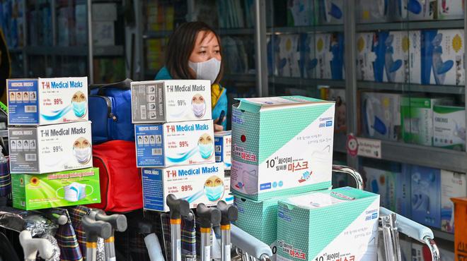 1.221 cửa hàng bán khẩu trang bị xử lý vi phạm về giá