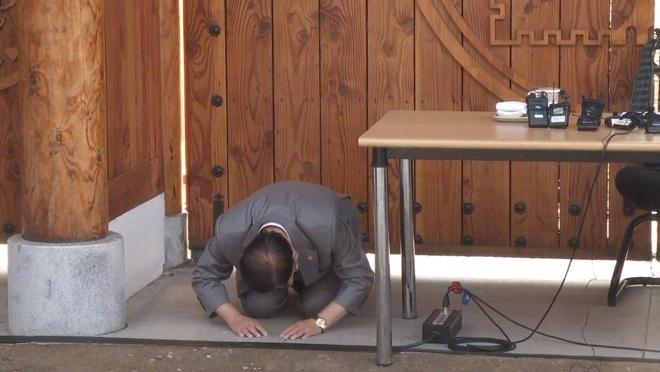 Giáo chủ Tân Thiên Địa quỳ gối xin lỗi vì nhiều tín đồ nhiễm bệnh