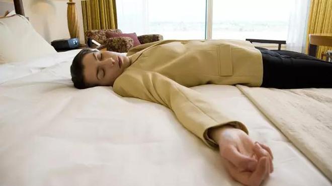 Nhận hơn 1.800 USD chỉ để nằm ngủ