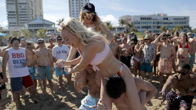 Hàng loạt sinh viên Mỹ nhiễm virus sau khi du lịch kỳ nghỉ xuân