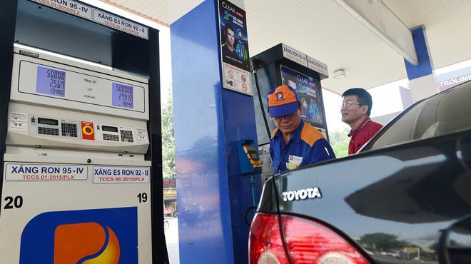 Giá xăng giảm xuống dưới 11.000 đồng/lít