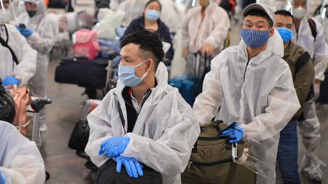 Hai hành khách và 2 tiếp viên Vietnam Airlines mắc Covid-19