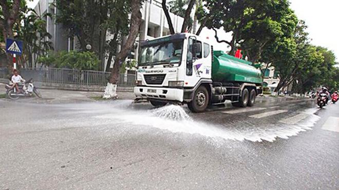 Hà Nội chi 114 tỷ đồng rửa đường ngày nắng nóng