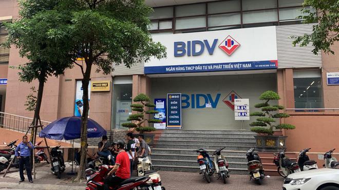 Nổ súng cướp chi nhánh BIDV ở Hà Nội