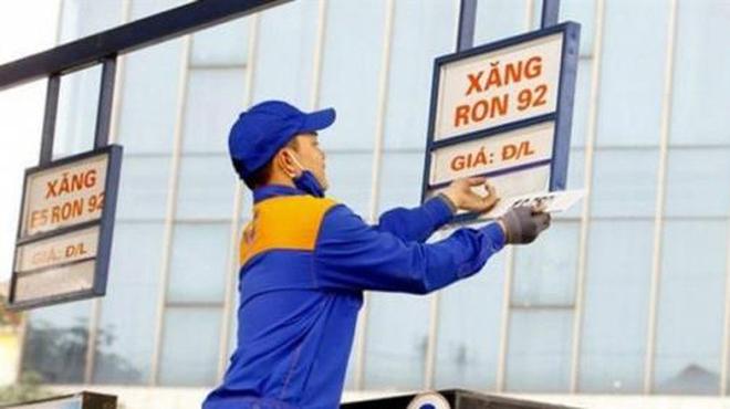 Giá xăng tăng nhẹ