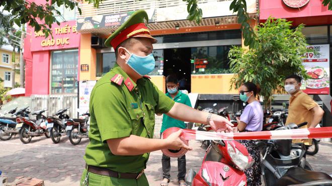 Phong tỏa quán pizza có ca nghi nhiễm Covid-19 ở Hà Nội