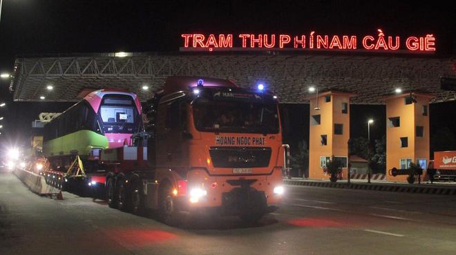Đoàn tàu tuyến metro Nhổn về đến Hà Nội